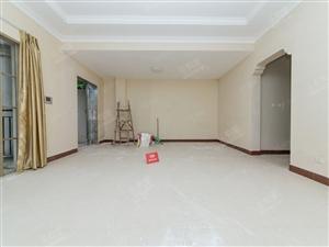 珠江东岸别墅,带装修,免个税,环境优美,位于龙海二路主干道上