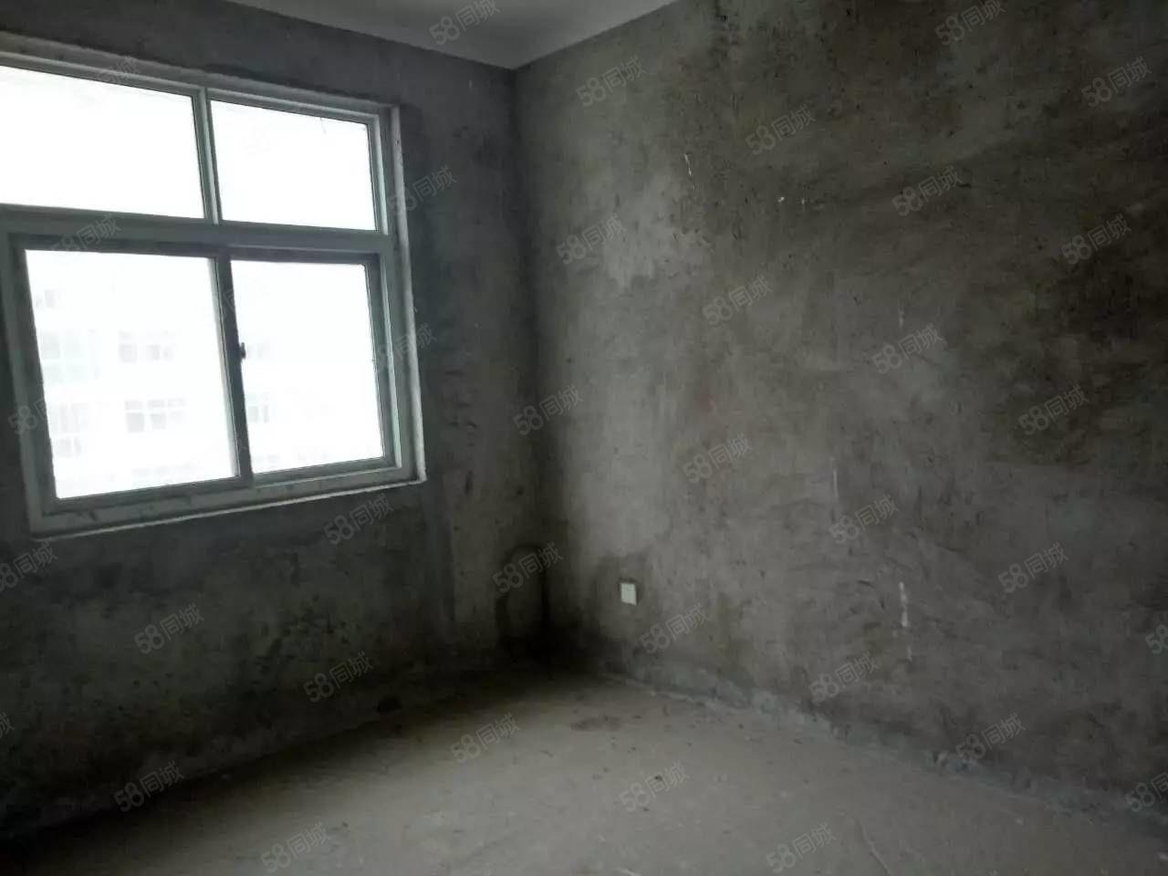 3室2厅1卫毛坯送地下室该房地理位置好小区环境好