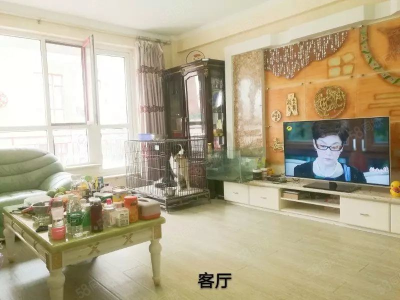 东湖红叶枫景精装修两室带小院家具家电齐全年租包取暖