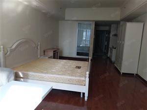 万达单身公寓出租,家具家电齐全拎包入住,停车方便。