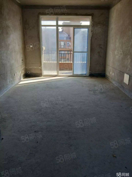 一楼洋房带院带地下室南北通透城南新城近雪枫中学急卖