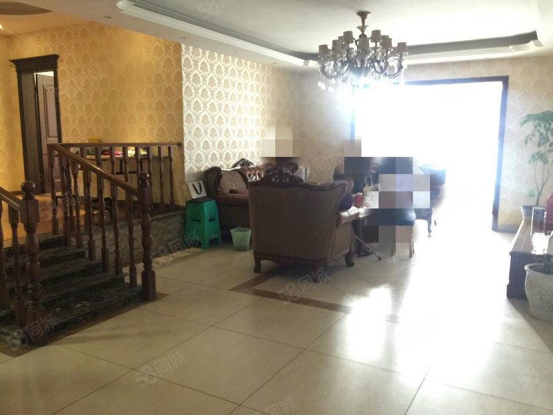 西南商贸城附近标准4房装修精致业主亏本买到就是到