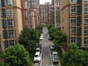 四楼精装修73万,可贷款全款,500/年物业费,小区环境不错