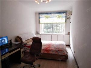 实验小学旁三室两厅两卫新装修收次出租1200/月