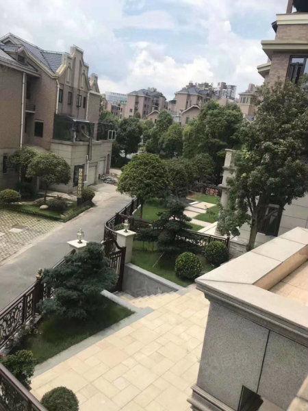 上海人家�����e玉湖景�^