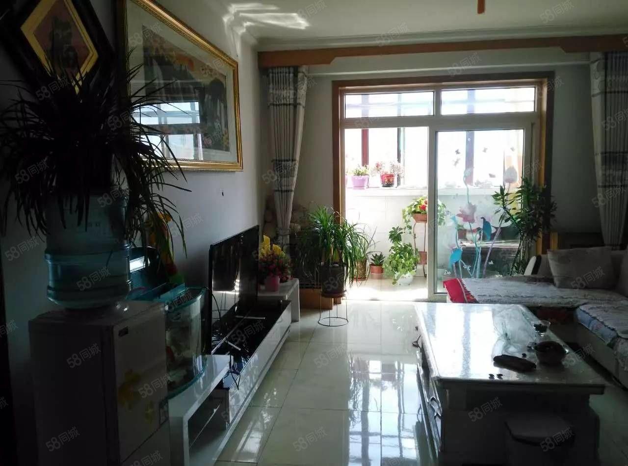 自由街好房出售,光线好,户型方正,拎包入住可以按揭。