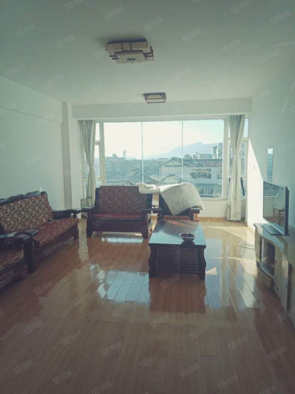 柏龙水榭心悦庭有好房出租,看房方便。家具家电齐全。