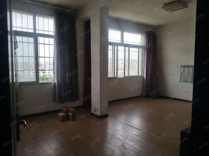 泰康小区楼梯房简单装修170平米每平米只售2882元平米