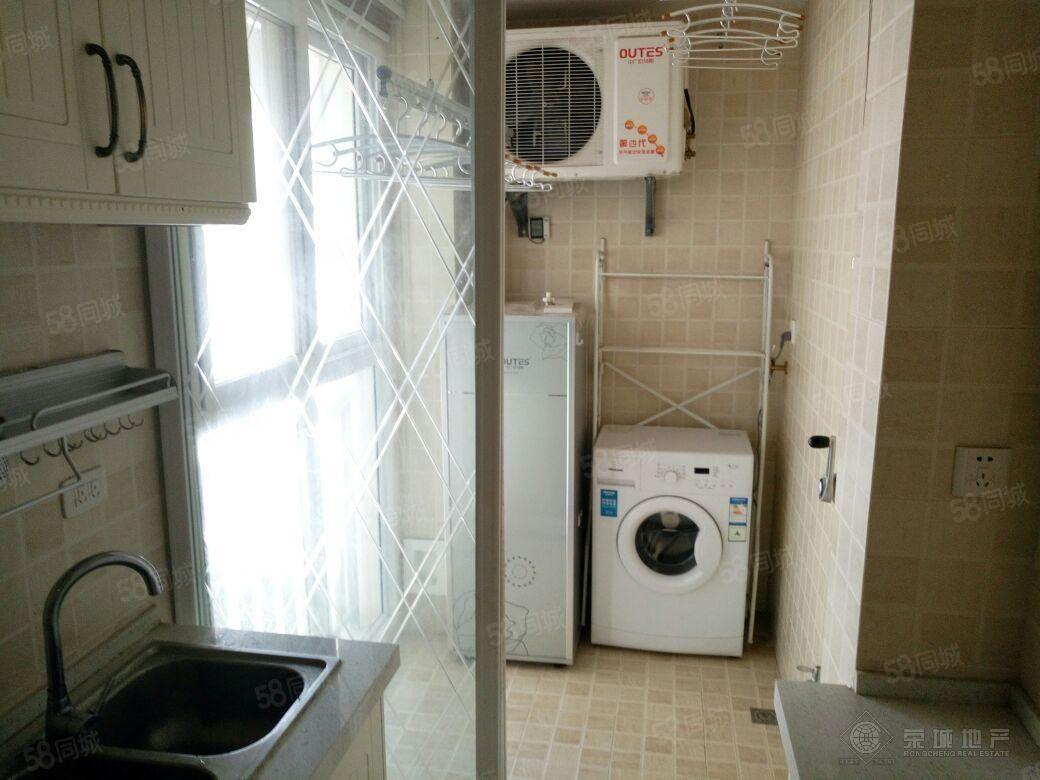 二小附近家佳大厦小3室精装修带部分家具2200元