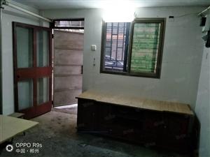 鹿峰中学对面单间带卫生间厨房!