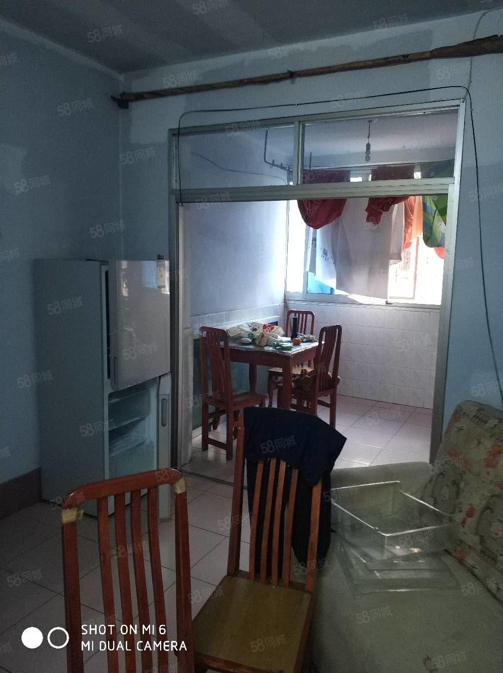 中心地段小区中庭空调外家具家电齐全拎包入住