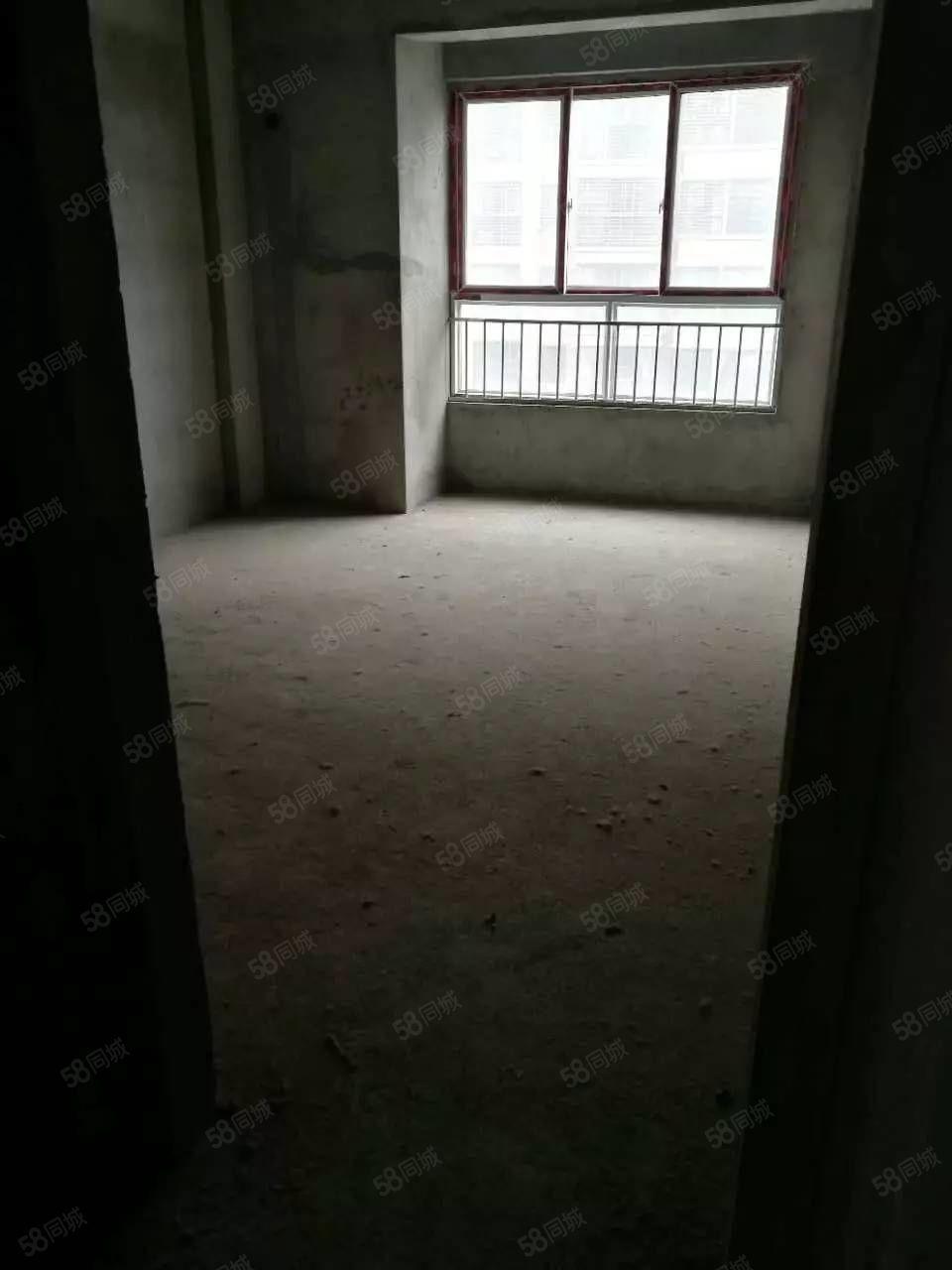 中央华府三室两厅毛坯仅售43万