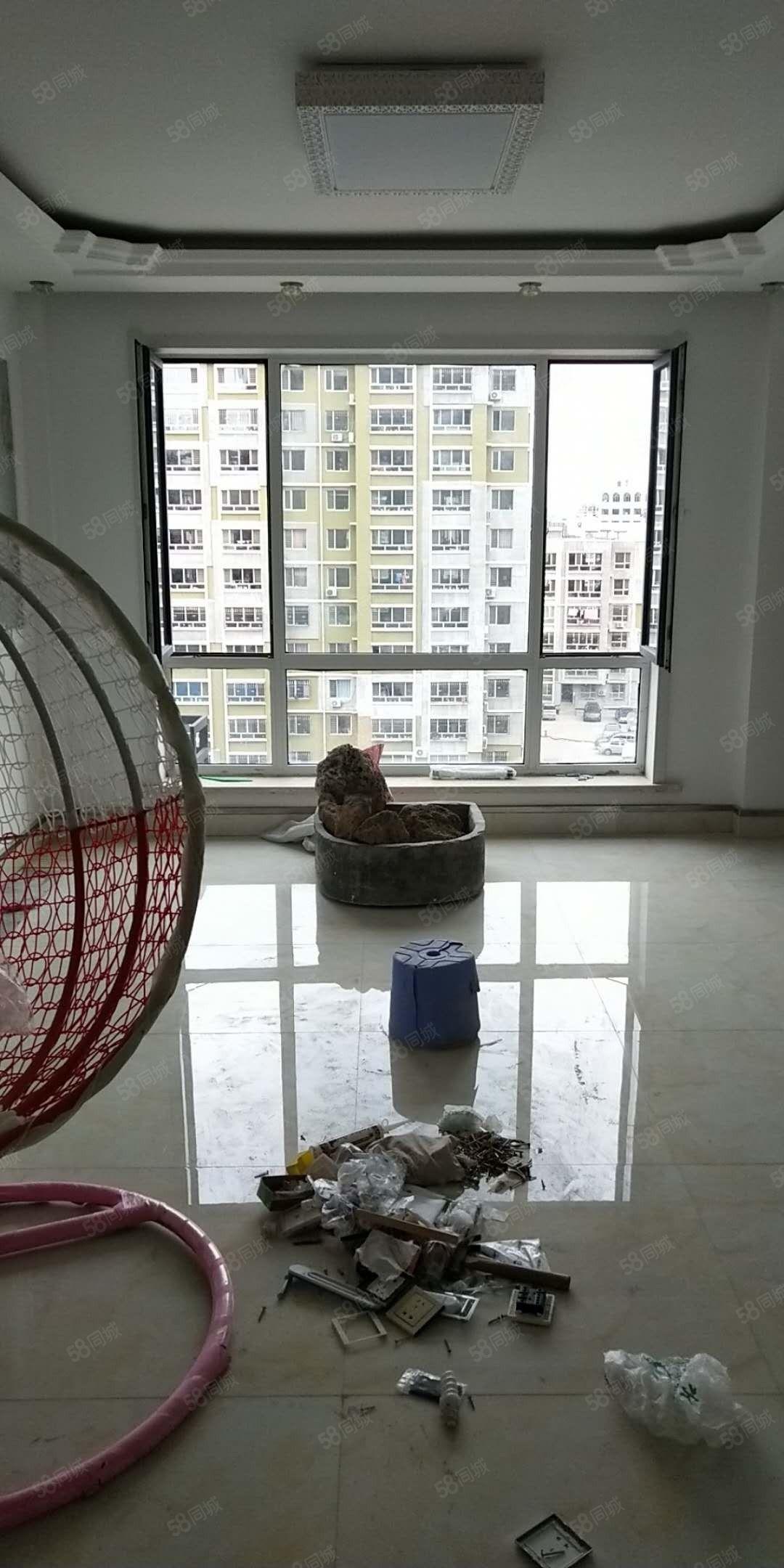 燕南豪庭五楼,精装未住,一天都没住过,小区环境特别好