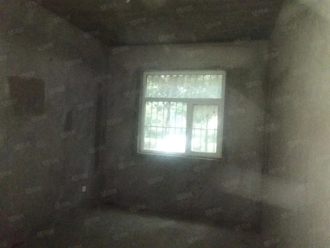 明珠世纪城1楼经典三室毛坯房128平方65万