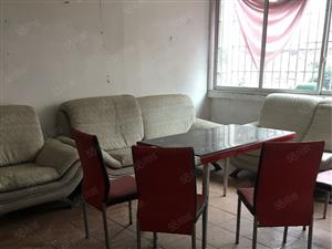 泸县商业一街三室两厅一卫出售