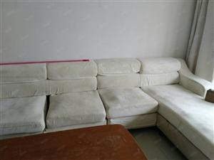 沙营新园小区东区四楼急租,带家具12000每年。