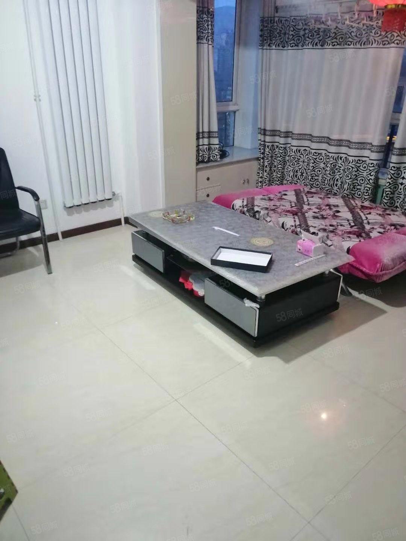 新城佳苑有1室1厅1卫简单装修带家具房屋出租,直接拎包入住