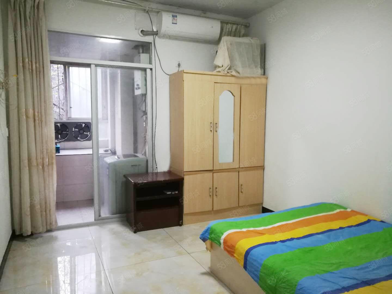 上江北金鹰街1室1厅1厨1卫