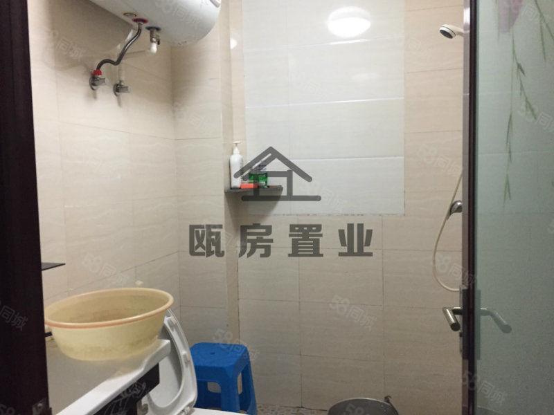 宏发江景,位于城中心,繁华地段,闹中取静小区,仅售42万。
