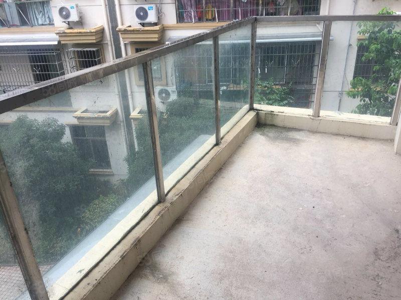 两室两厅双阳台楼梯房!