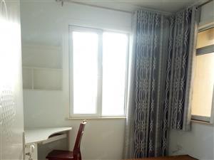 康和家园现有一套精装三室两厅一卫120平房子急租,拎包入住。