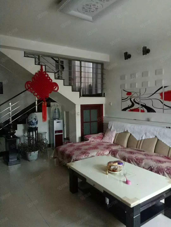 龙华苑别墅4室2厅,精装修,看房方便,急用资金周转,诚心出售