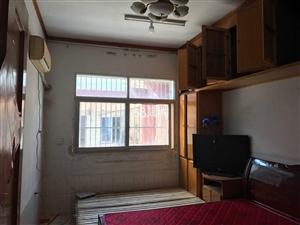 府前街3室2厅1卫