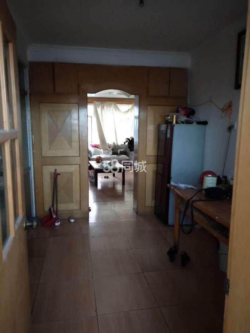 一号拐角楼3室2厅1卫