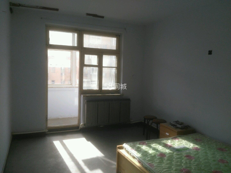 新区米罗咖啡对面二号小区3楼2室1厅1卫