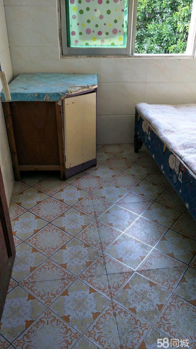 便宜出租二完小附近二楼单间260元每月1室0厅0卫