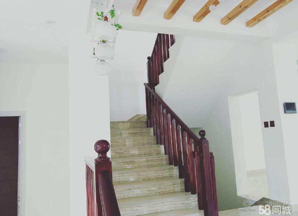 山水佳园5室3卫2厅