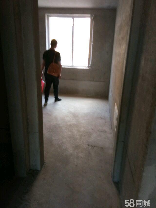 卢龙上东花园2室2厅1卫