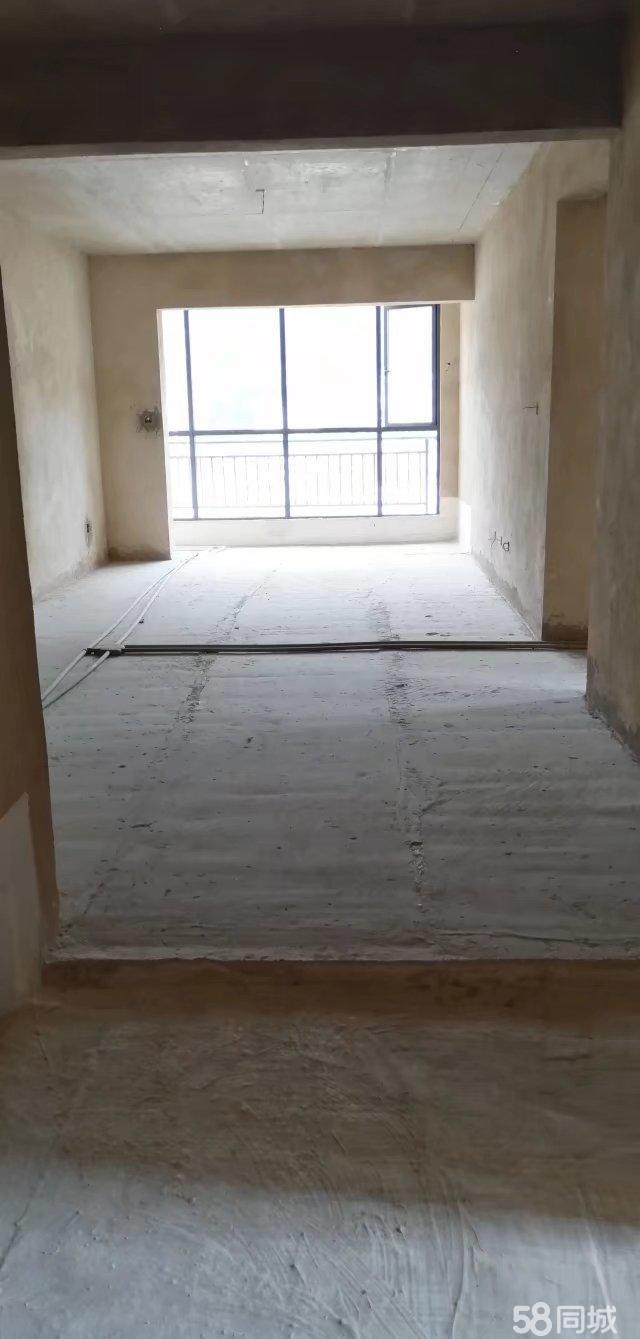 华宇广场电梯房中层位置两居室出售