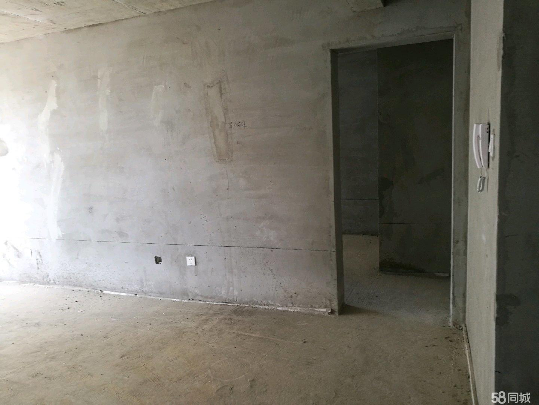 天玉小� 有一套九�羌�14平米地下室出售。