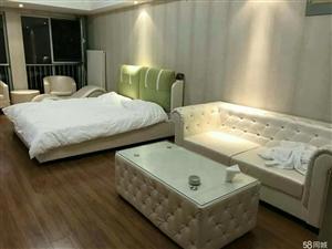 万达广场精装修公寓送家具家电急用钱便宜出手1室0厅1卫