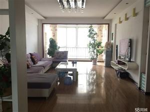 坐南朝北,超大客厅,实木地板,品牌家具,家电齐全,