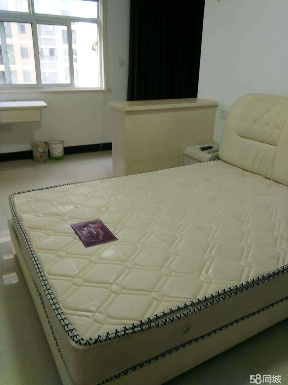 鄂城区急出租城南新1室1厅40平米精装修押一付三