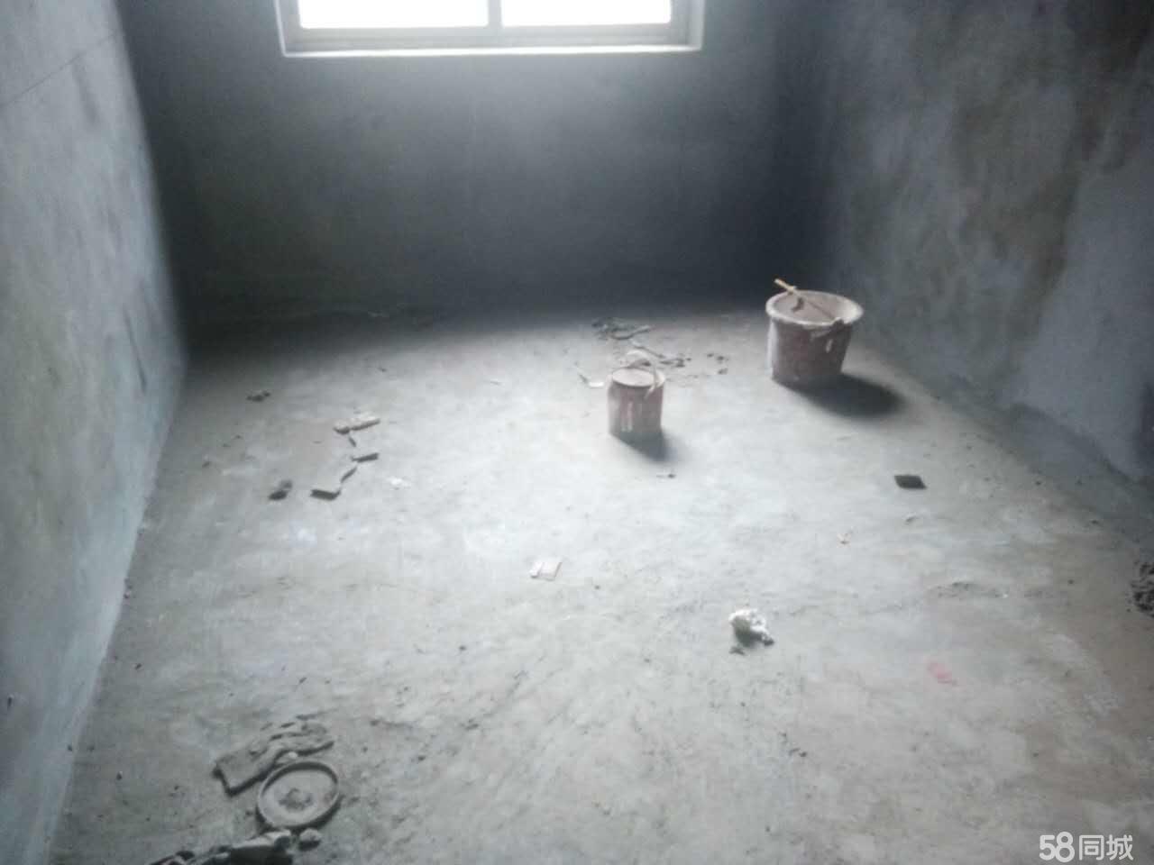 泸县县政府旁3室2厅2卫114�O2楼现浇房出售!