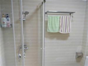 房屋内精装修用的都是一线品牌,家具家电齐全,拎包入住。