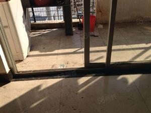泛华小区电梯高层简单装修143平90万仅售毛呸价。