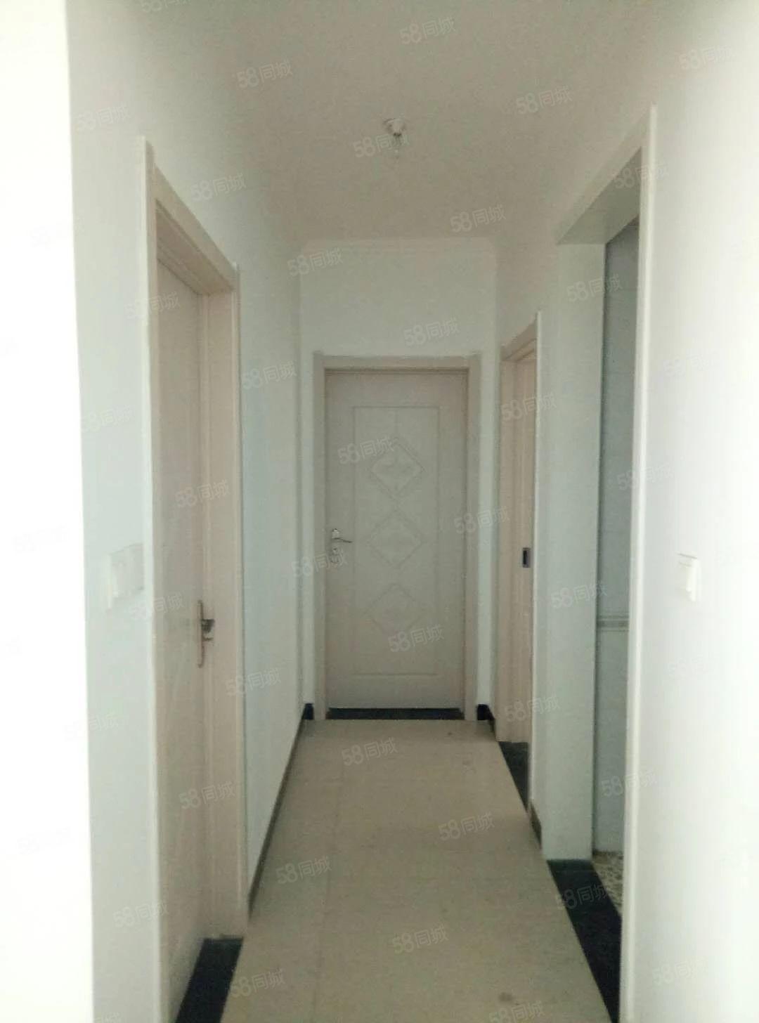 (出租)翡翠湾三室两厅一卫,简单装修,拎包入住