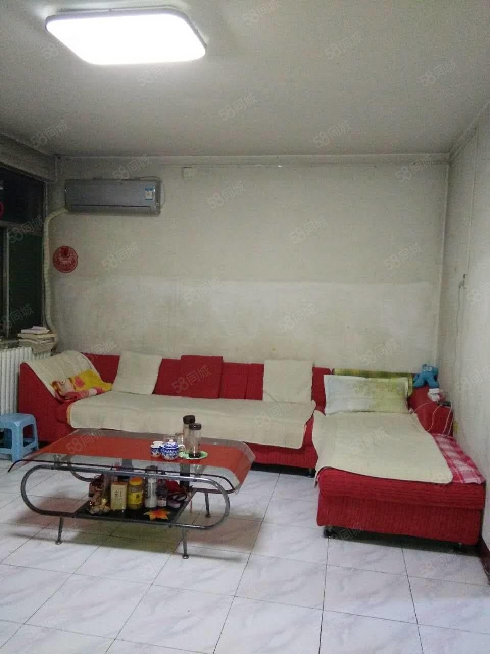 十三中房2楼2室1厅62平,全套家具家电1100元。
