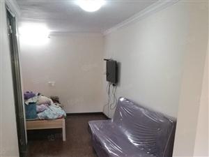 亿达花园一车库改装的小公寓有停车位环境好