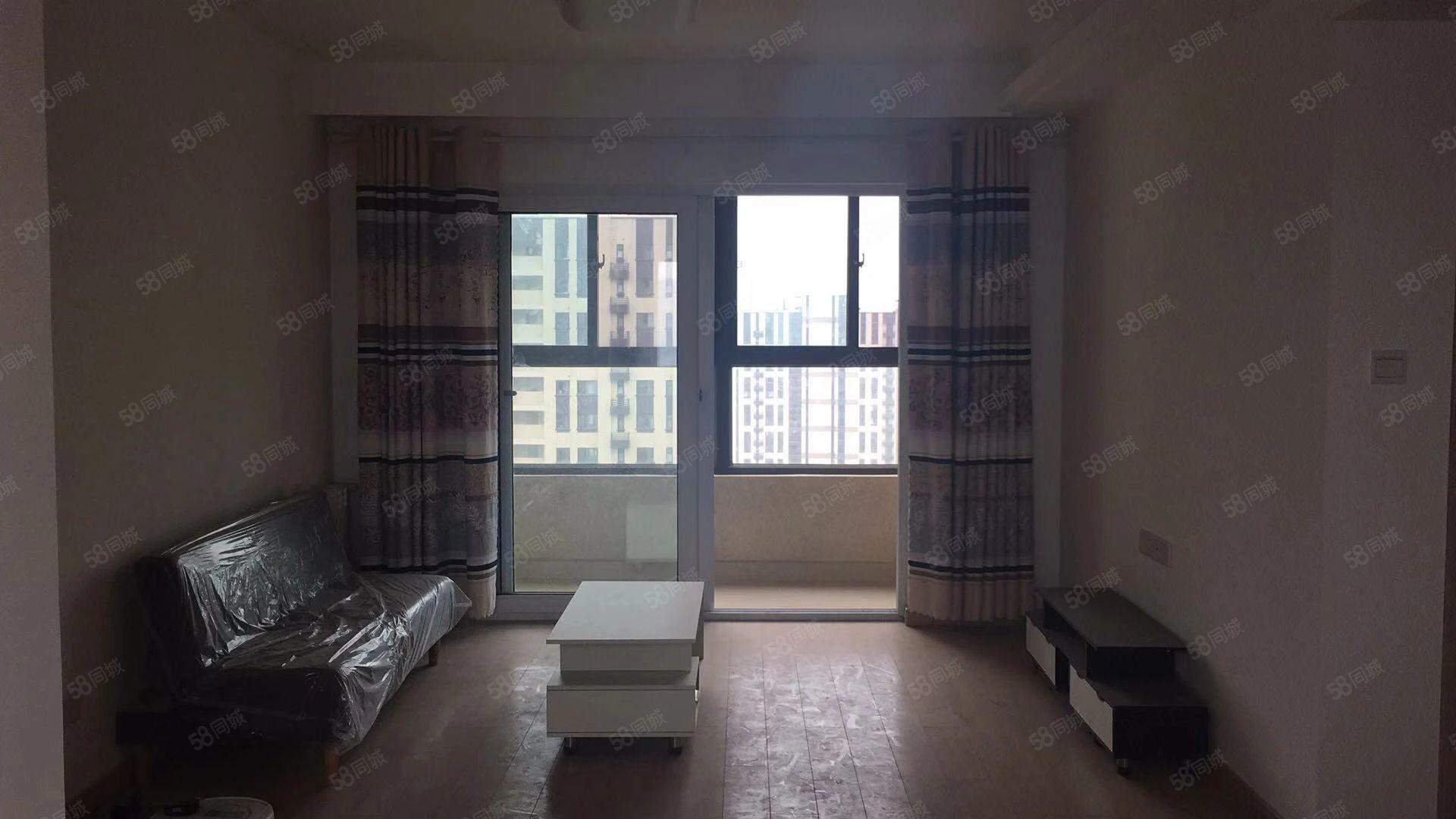 万科三期地铁口精装三室两厅家电家具齐全随时看房
