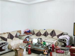 高塔小区1层大三居室100平米3000元