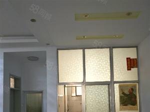 银山小区北面双山1楼大三室简装修