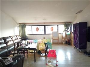 近中华小学置业广场5房3厅3卫带60独用露台售152万