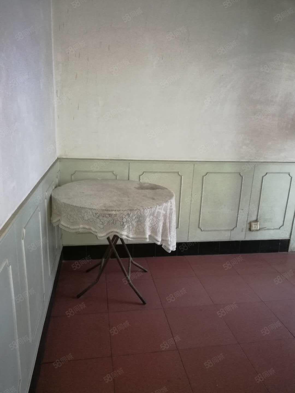 秦宝小区三层二室一厅家具家电齐全好房出租