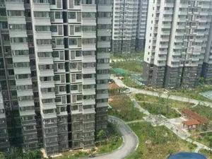 桃花源小区出租67平方、年租7000元。