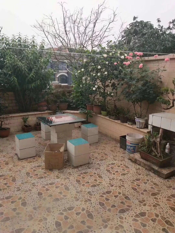 纳溪摩尔楼上精装房带花园